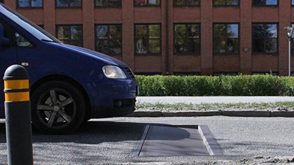 Det nya farthindret är en lucka i vägbanan